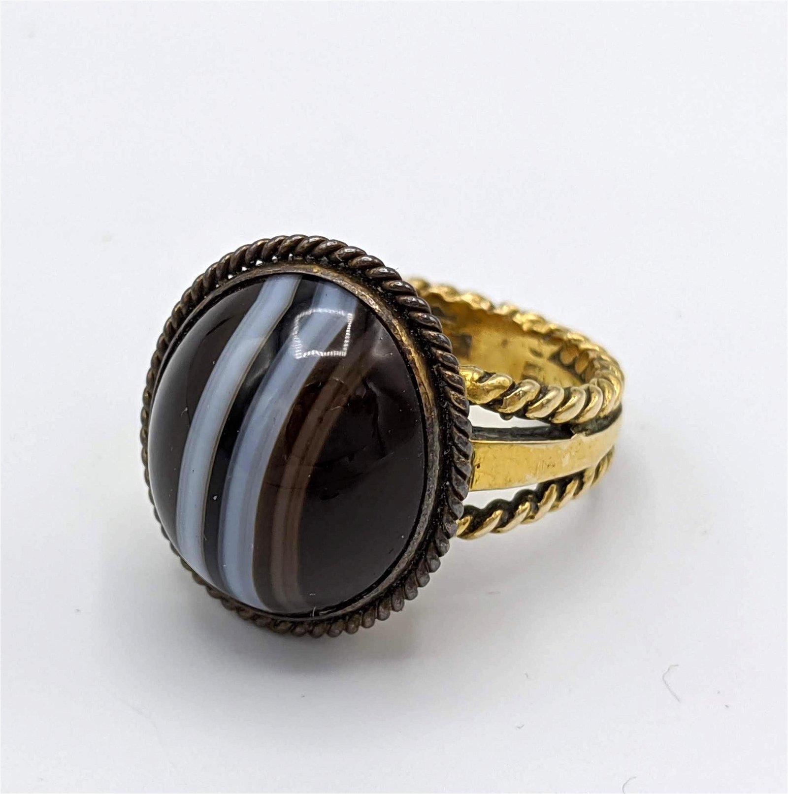 14K Gold Vintage Banded Agate Gold Ring. Rope trim moun