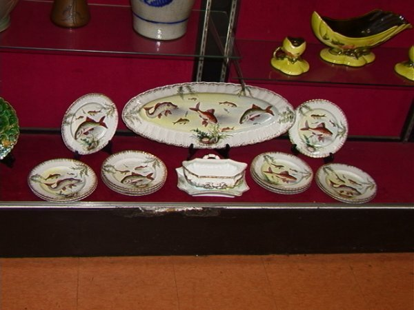 1116: Handpainted Porcelain Fish Set Platter 12 Plates