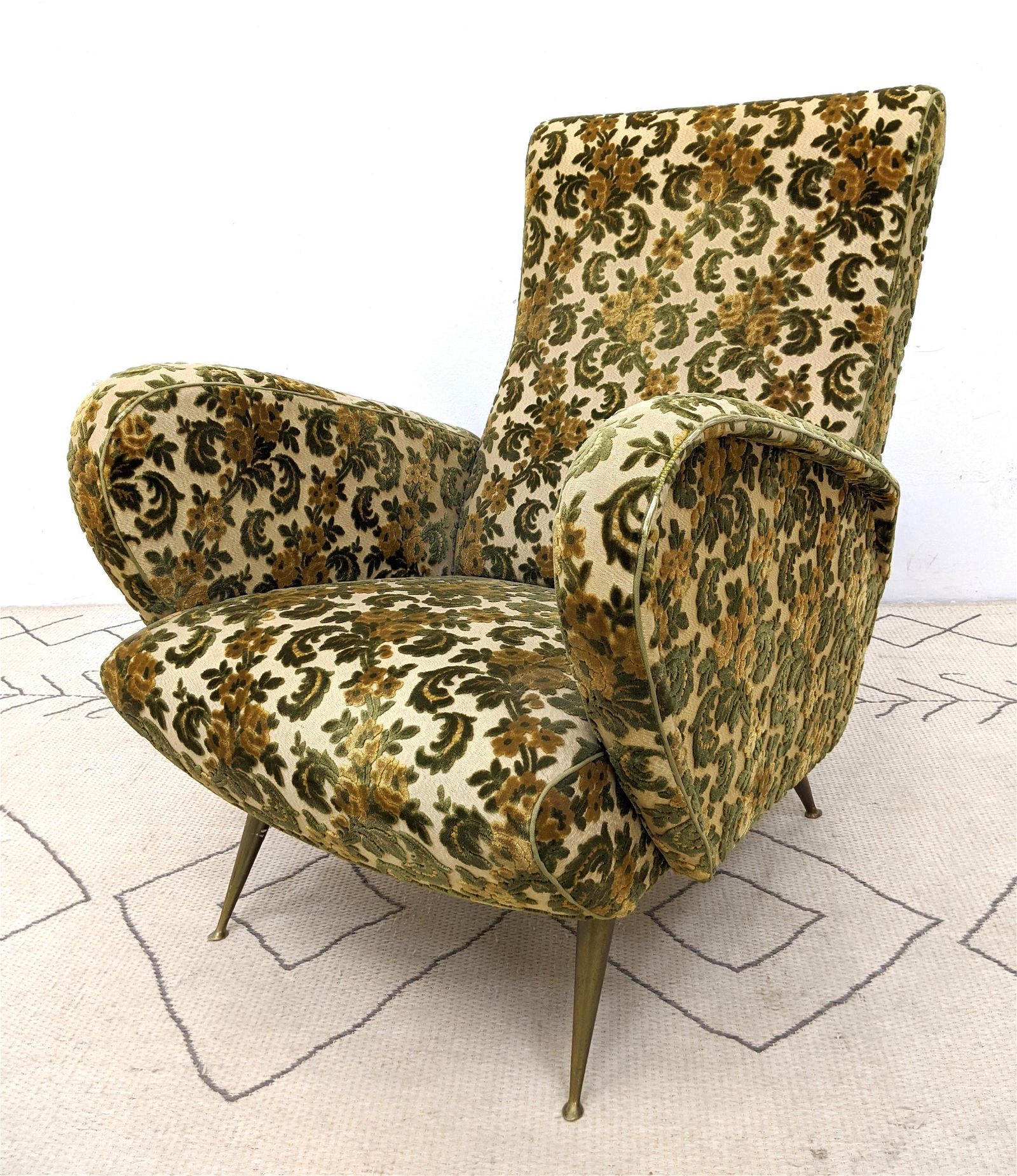 Italian Modern Upholstered Arm Lounge Chair. Great curv