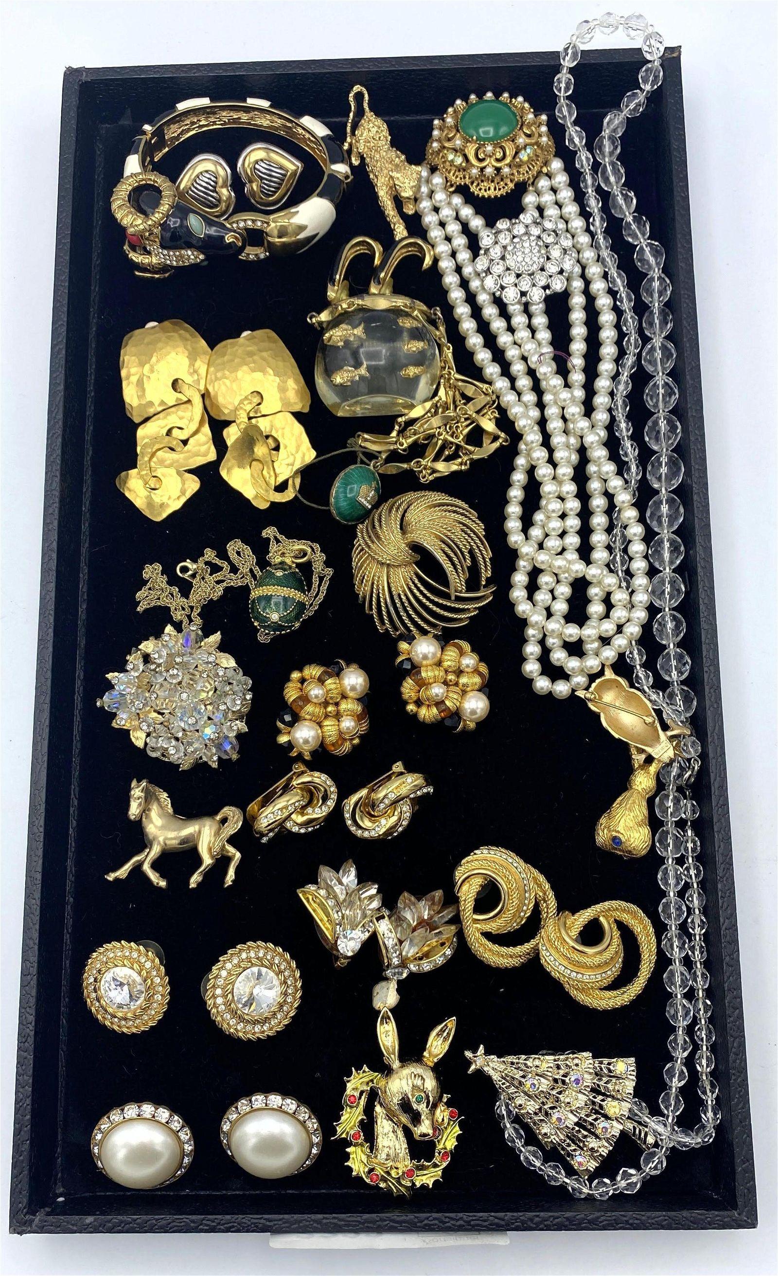 Mixed Costume Jewelry Lot. Ram's head bracelet. Moderni