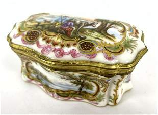MEISSEN vintage porcelain hinged box. Paint decoration.