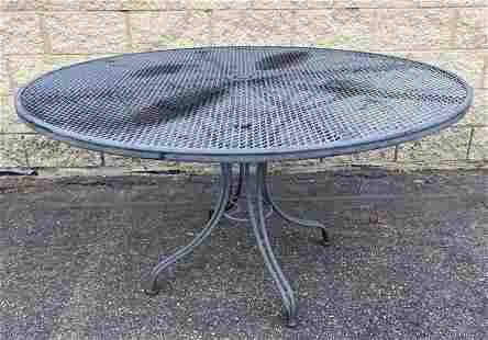 Russell Woodard Diamond Mesh Round Outdoor Table. Pedes