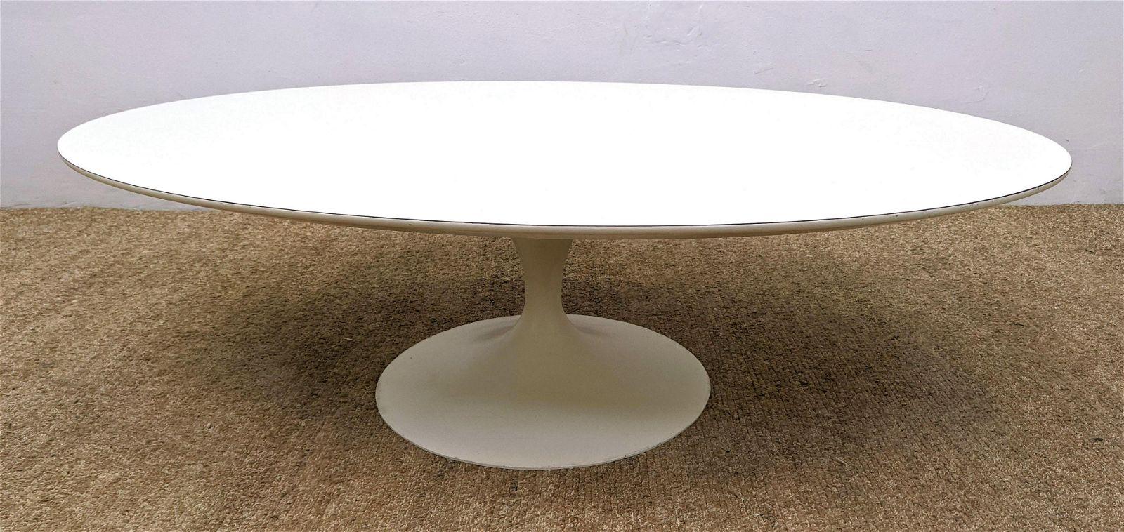 EERO SAARINEN for Knoll Coffee Cocktail Table. Oval lam