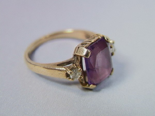 22: 10K Gold Amethyst Ring.  Size 5