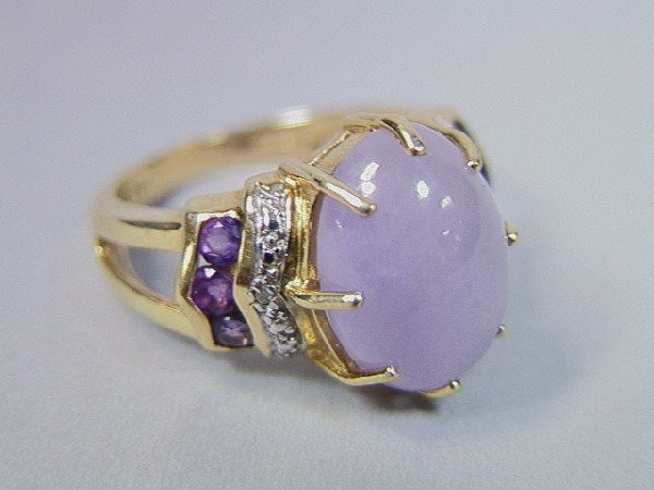 23: 14K Gold Ring with Lavender Cabochon Stone .  Dia