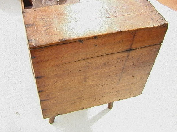 551: Antique Cobblers Bench with Tools and accessories - 10