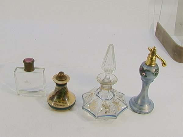 365: 4 Perfume Bottles Enameled top, Devon Violets - mi