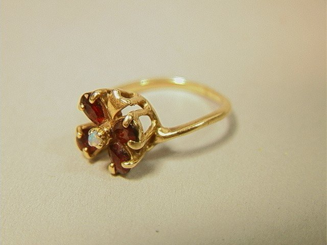 18: 14K Gold Garnet and Opal Clover Ring.  Unmarked t