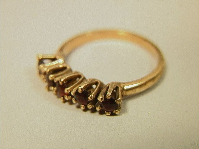 19: 14K Gold Ring with 5 Garnets. 1.5dwt