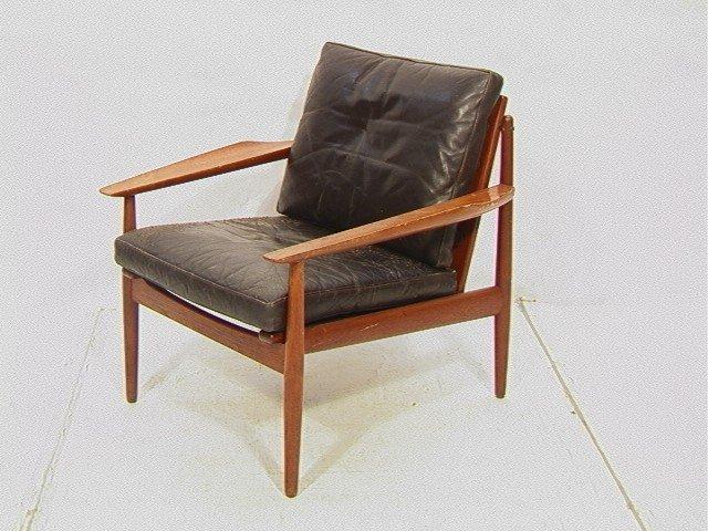 122: Leather Danish Modern TEAK Lounge Chair. GIOSTRUP