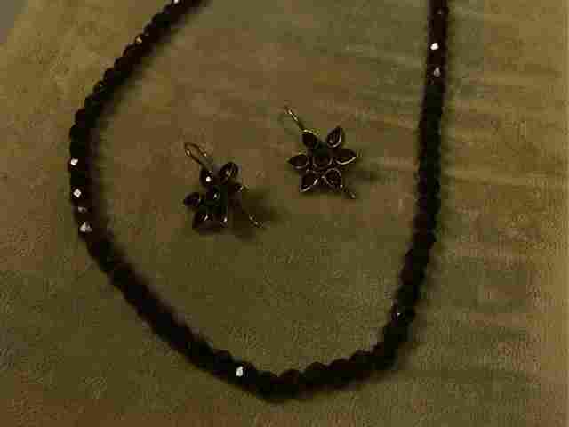 87: Victorian Faceted Garnet Bead Necklace. Contempor