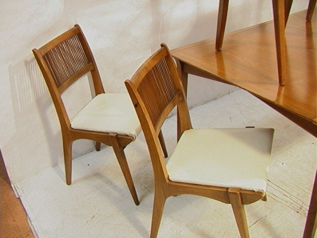 645: PROFILE by DREXEL Dining Set. Dining Table with 6 - 3