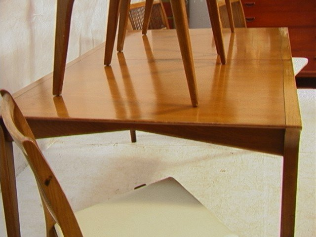 645: PROFILE by DREXEL Dining Set. Dining Table with 6 - 9