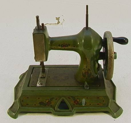 7: Vintage Decorated Cast Iron Toy Sewing Machine 30400