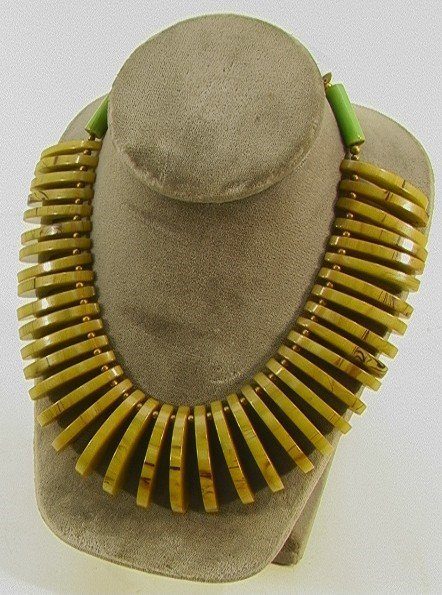 214: Stylish Bakelite Necklace Collar.  Cleopatra style