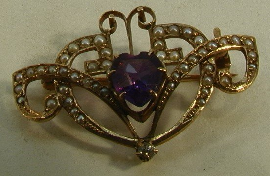 326: 10K Gold Victorian Pin seed pearls and amethyst. H