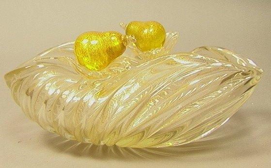 19: MURANO Art Glass Center Bowl with Fruit.  Gold Fl