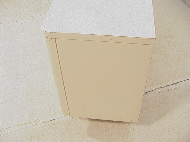 689: BROYHILL Yellow & White Plastic Dresser. Molded y - 6
