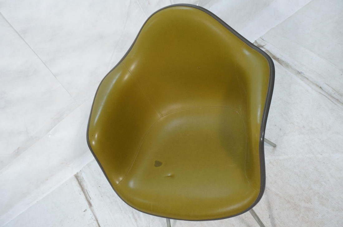 EAMES Herman Miller Shell Chair. Vinyl covered fi - 2