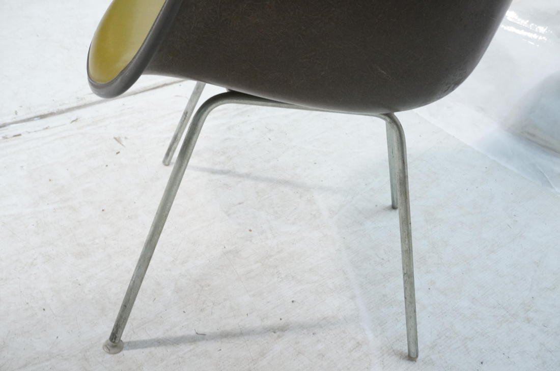 EAMES Herman Miller Shell Chair. Vinyl covered fi - 3