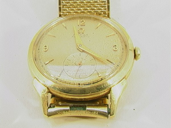 21: 14K Gold OMEGA AUTOMATIC Mans WRISTWATCH. Yellow go