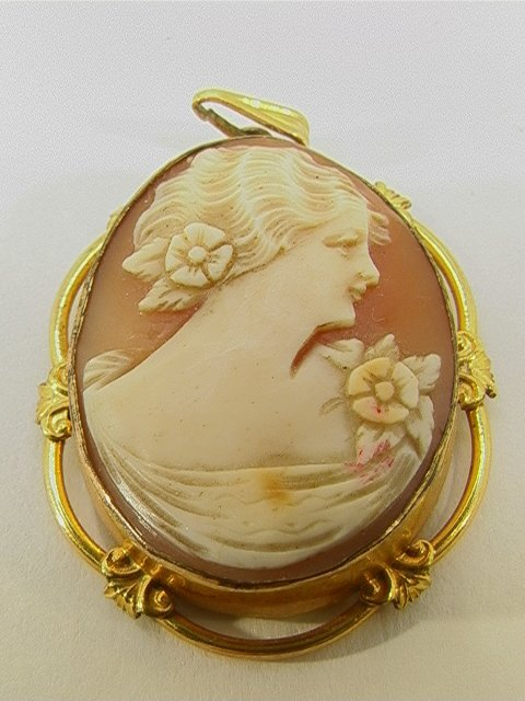 22: Gold Filled Carved SHELL CAMEO LOCKET   Dimensions: