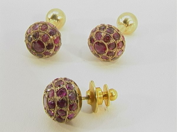 24: 3 pc mans Gold CUFFLINKS and TIE TAC Ruby. Three ro