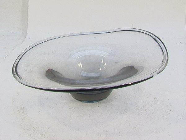 507: LINDSTRAND KOSTA Freeform Art Glass Low BOWL. Mark