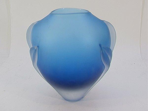 521: Frosted ART GLASS WILLIAM GLASNER 1981 VASE.  Appl