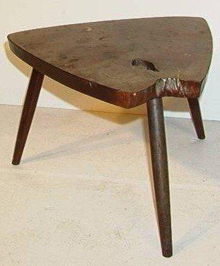 607: George Nakashima Triangular Free-edge Table. marke