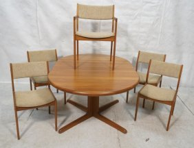 Danish Modern Teak Dining Set. Table And 5 Chai