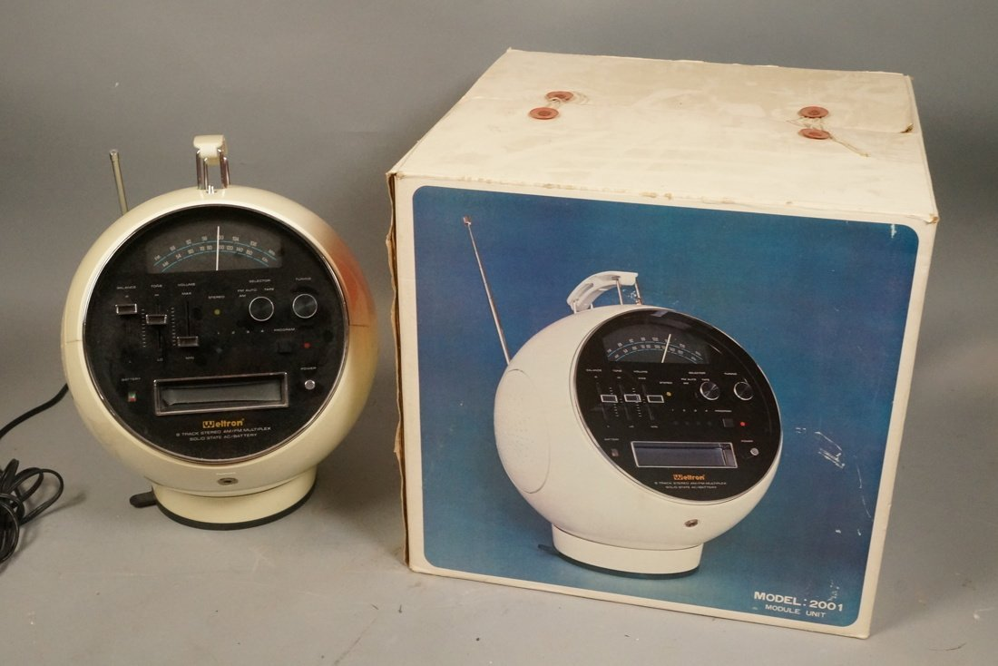 WELTRON Portable 8 Track Stereo Radio. Sphere for