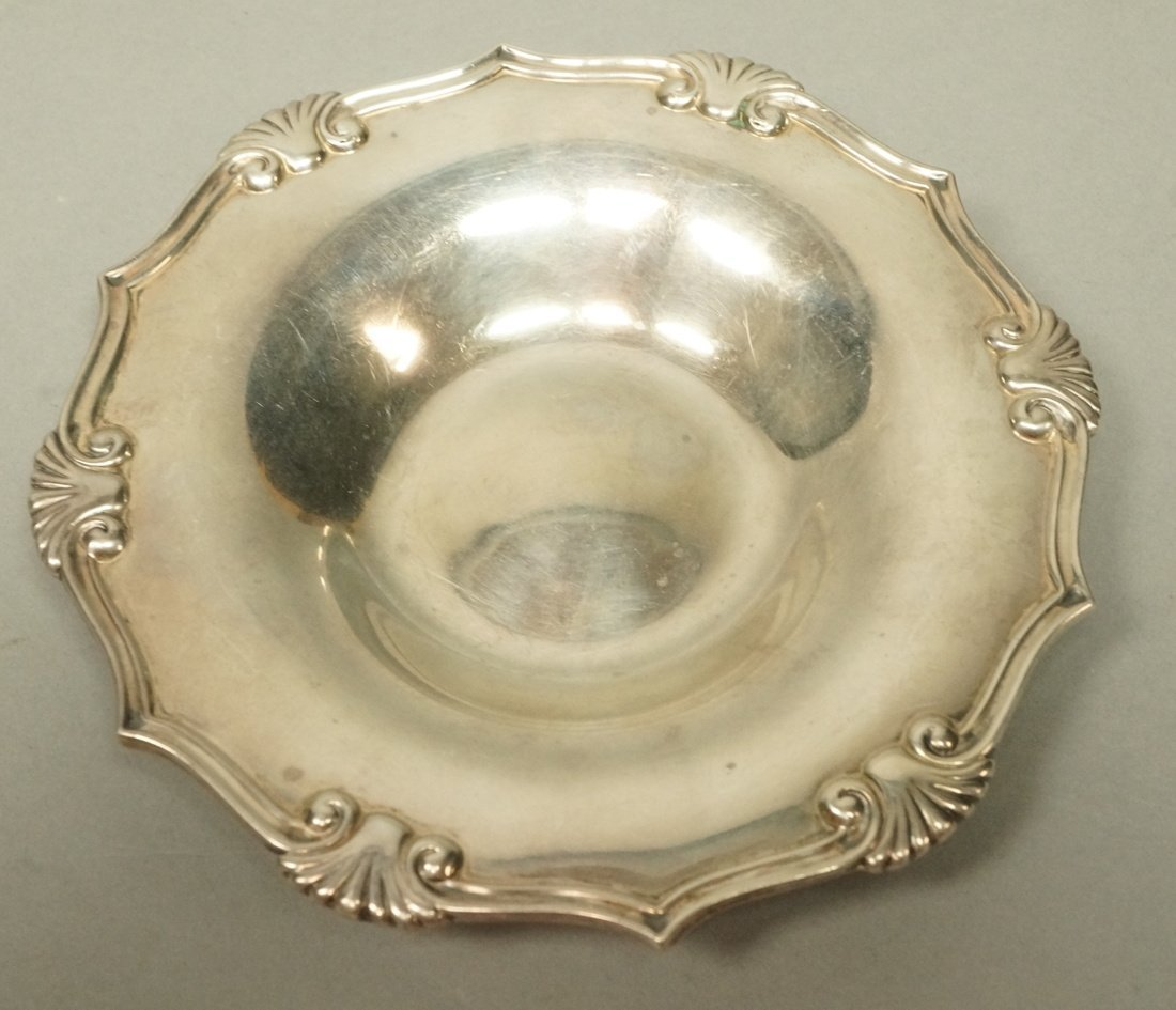 TIFFANY & Co Small Heavy Sterling Shell Dish. Rou
