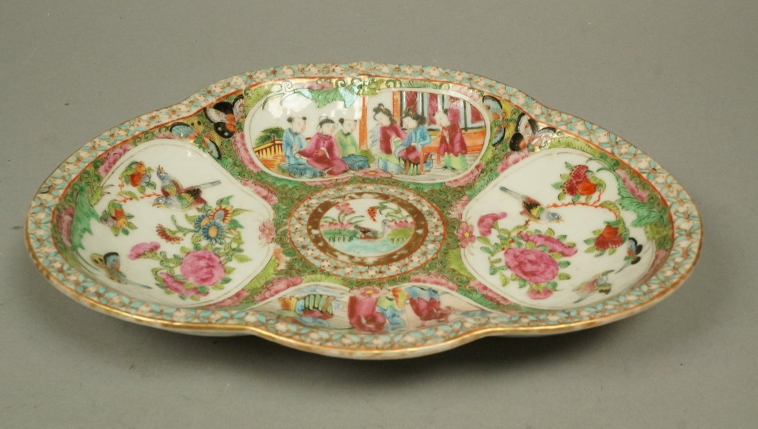 Chinese Rose Medallion Shaped dish low bowl. Butt