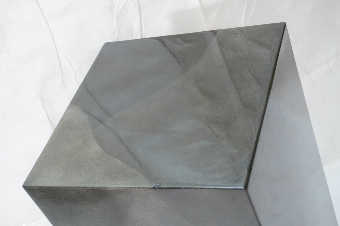 Lacquered display pedestal. Tall square column in - 2