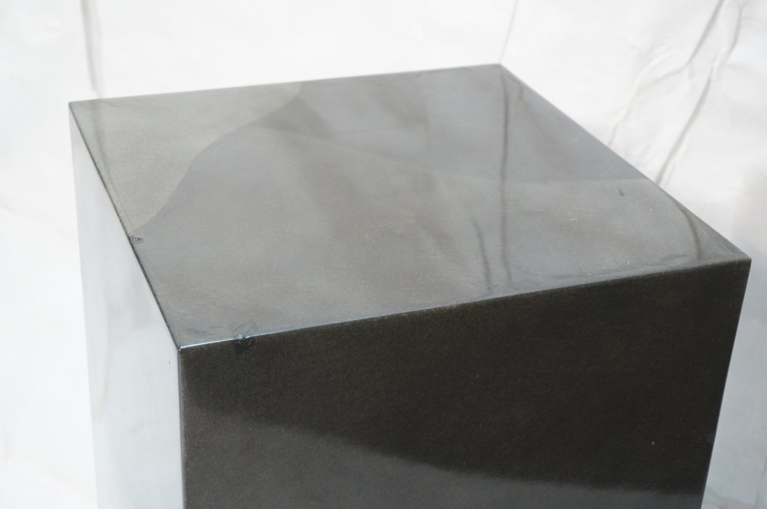Lacquered display pedestal. Tall square column in - 4