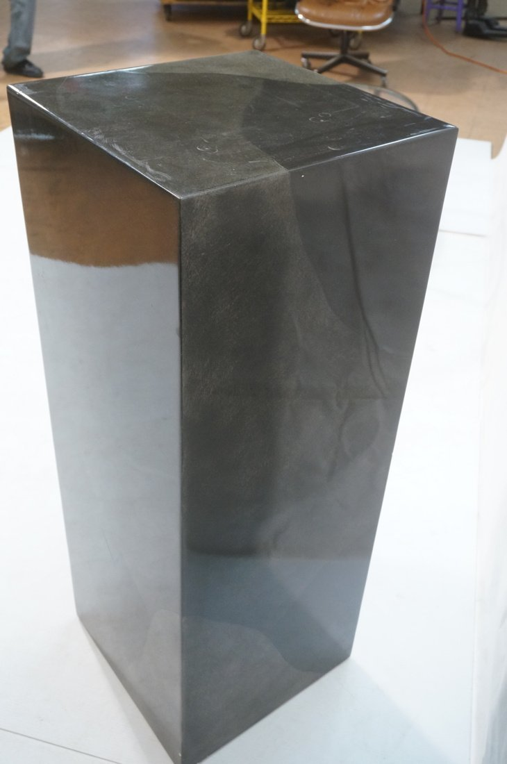 Lacquered display pedestal. Tall square column in - 5