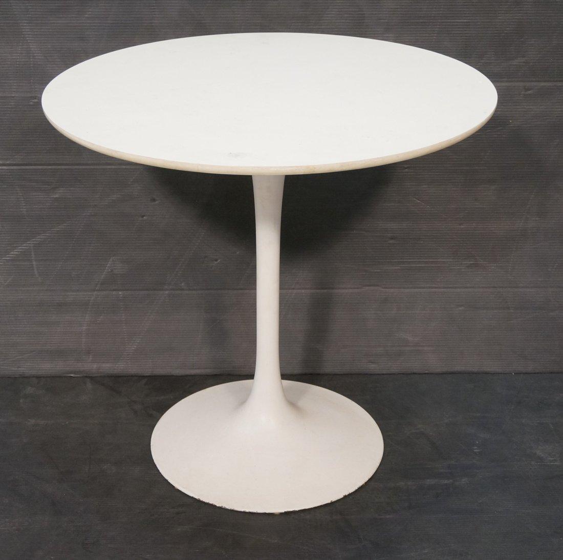 SAARINEN style Tulip Table. Round white laminate