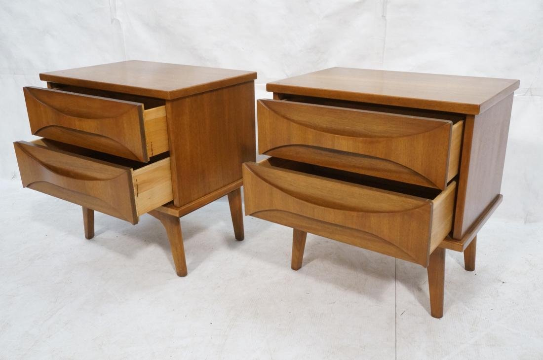Pr AMERICAN MODERN Light Wood Night Stands. 2 dra - 2