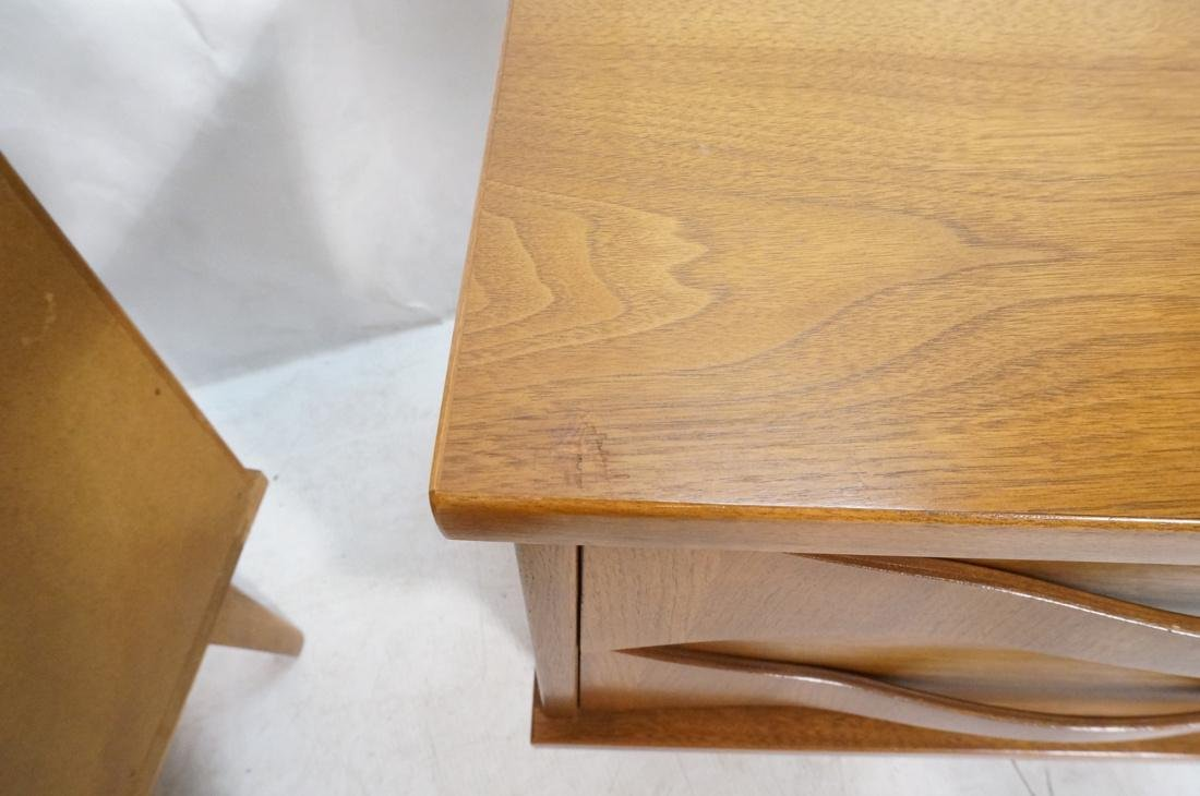 Pr AMERICAN MODERN Light Wood Night Stands. 2 dra - 5