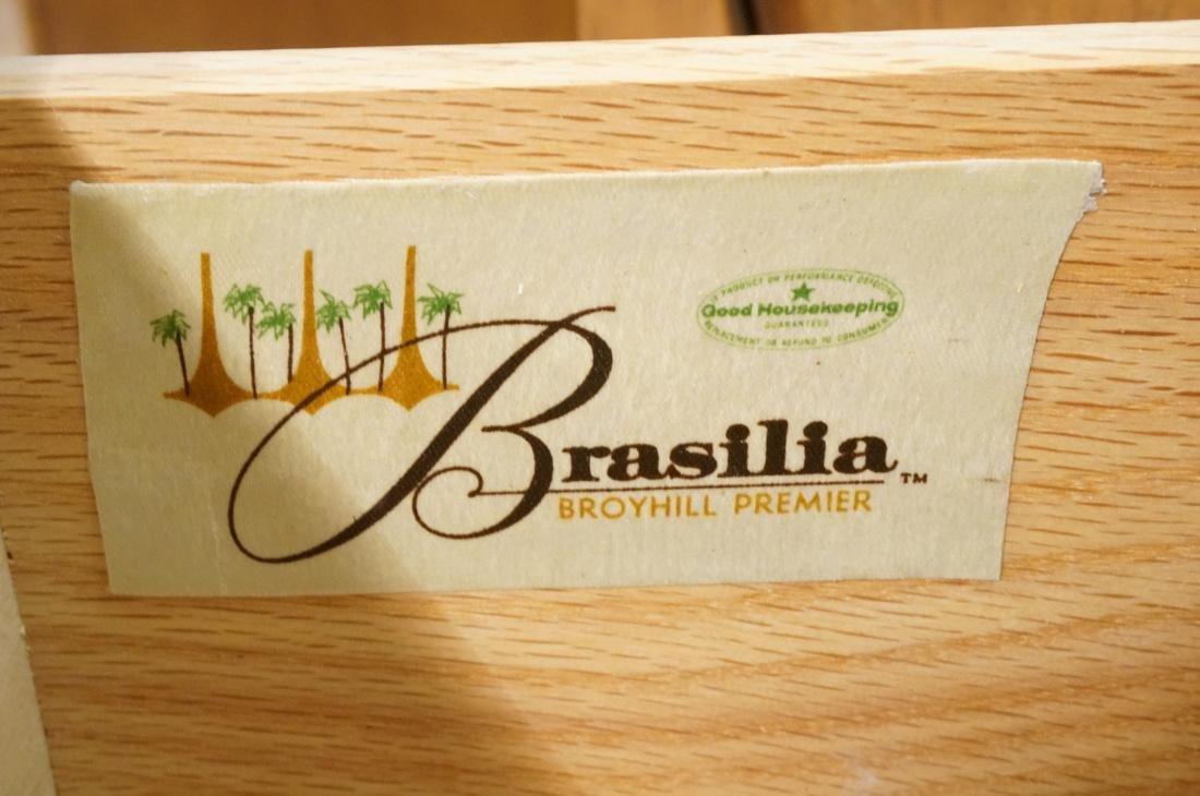 Brasilia by BROYHILL Credenza. Sculptural door el - 3