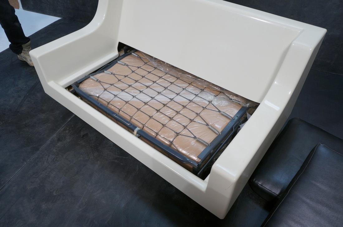 80's Modernist Fiberglass Love Seat SofaBed. Whit - 6