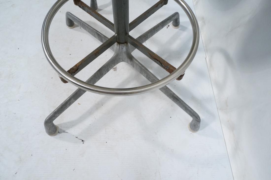 6pc HERMAN MILLER Fiberglass Shell Chairs. Four T - 10
