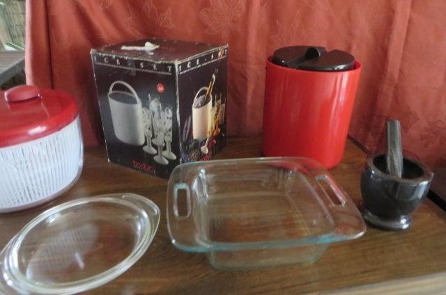 Lot of kitchen items