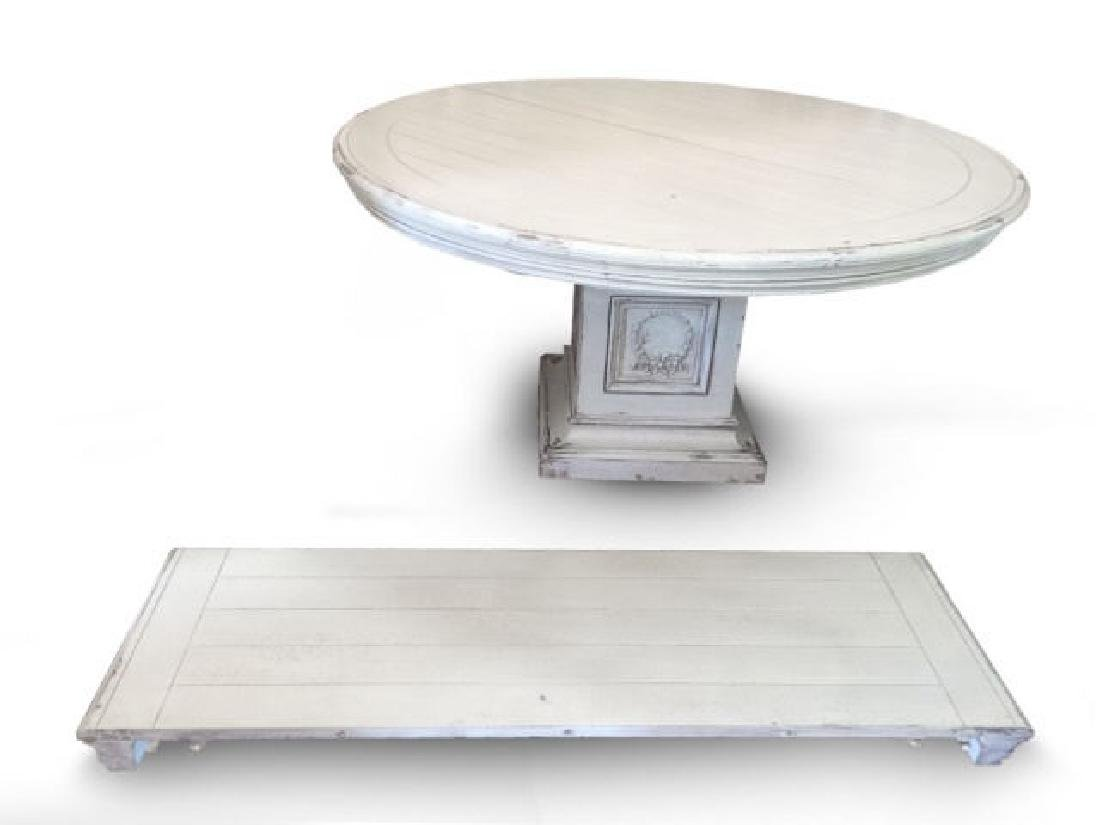 Contemporary Habersham Extensible Round Dining Table