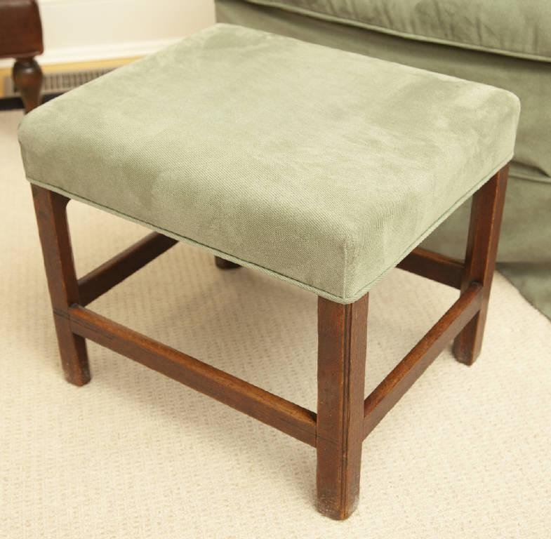 ENGLISH CHIPPENDALE FOOTSTOOL / APPUI-PIEDS