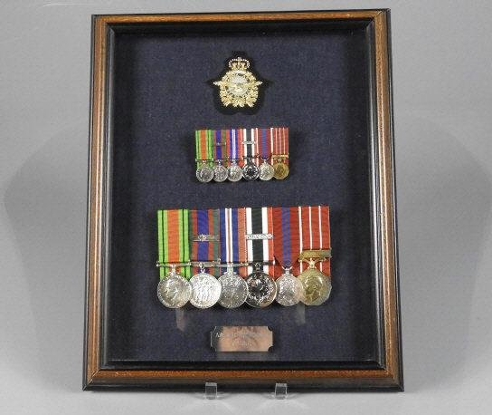 GROUP OF CANADIAN MILITARIA SERVICE MEDALS