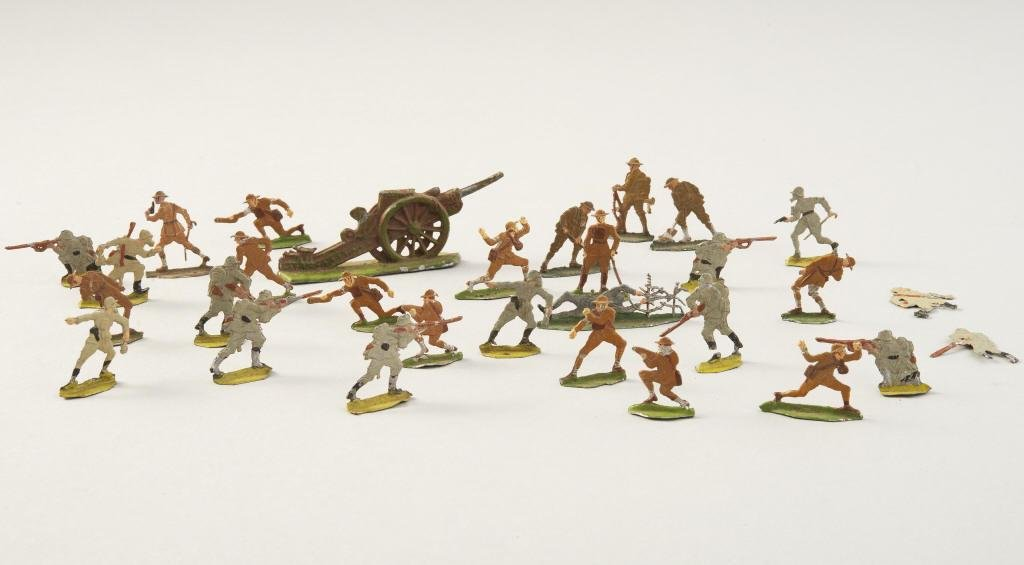 GROUP OF GERMAN & BRITISH TOY SOLDIERS