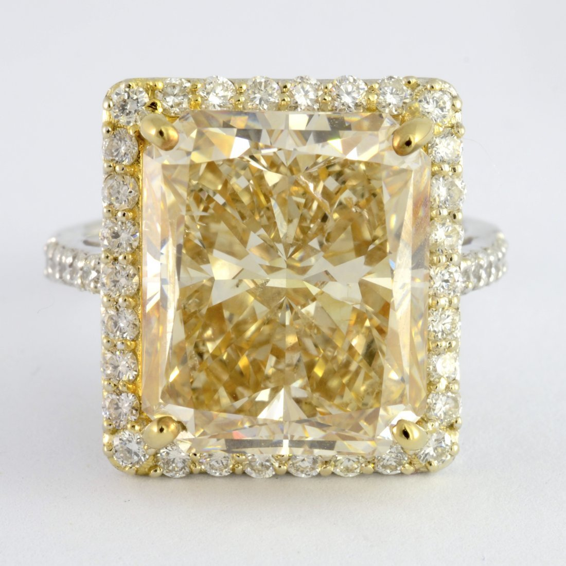 11.00 ct SI2 Clarity Diamond Ring AV: $316,520