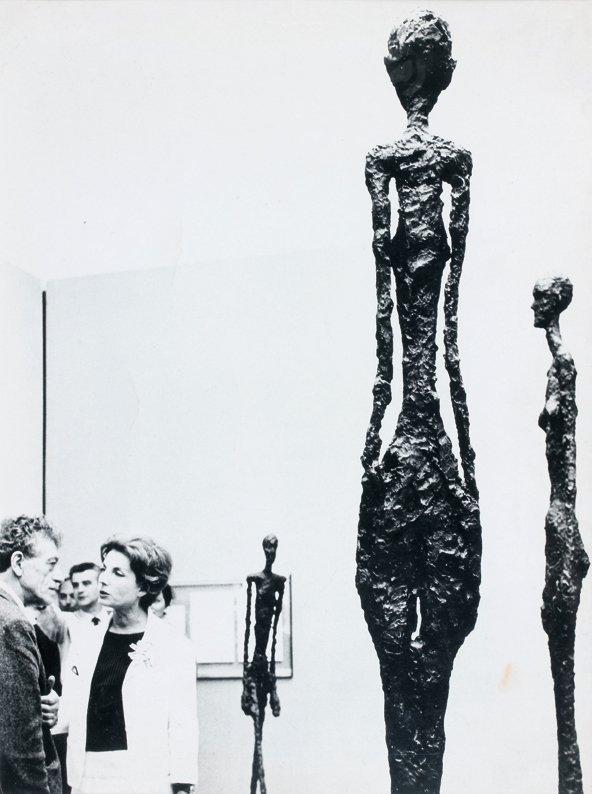 19: Bo Boustetd  Alberto sur son stand à la Biennale de